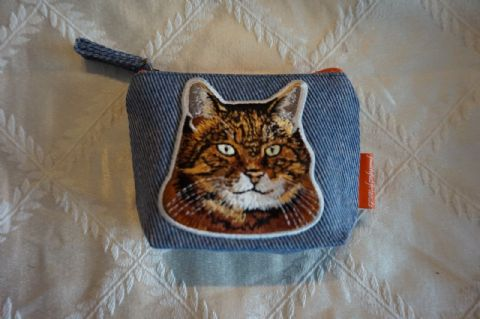 TABBY CAT COIN PURSE DENIM PURSE & EMBROIDERED DETAIL AND ZIP CLOSING